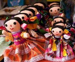 färgglada lupita dockor mexico foto