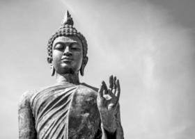 stående buddha foto