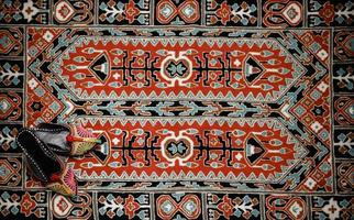asiatisk interiör. matta och tofflor