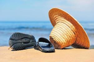 hatt och flip-flops foto