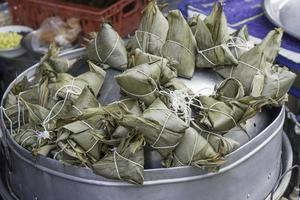 matlagning thai zongzi foto
