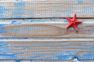 stjärna fisk på trä bakgrund - kopia utrymme foto
