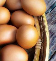 ägg och korg foto
