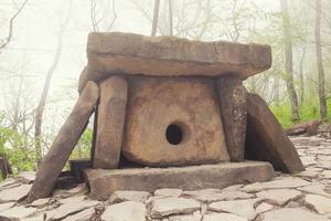 kaukasiska dolmen foto
