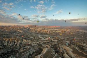 varmluftsballonger av cappadocia foto