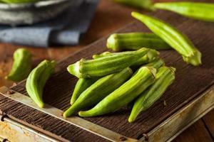 färsk grön organisk okra foto