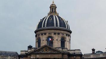 scen av institut de france från seinen foto