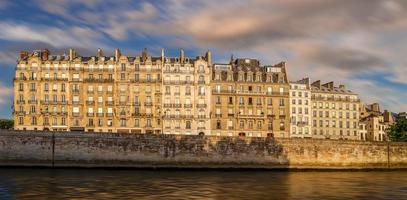 paris ile de la cite och haussmanniansk arkitektur foto