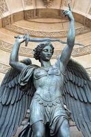 statyer av fontänhelgonmichel i Paris foto