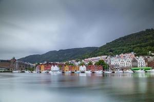 färgglad gammal hamn i Bryggen foto