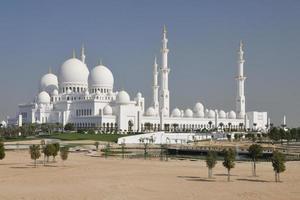 vit sheik zayed moské i abu dhabi foto