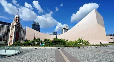 Hong Kong kulturcenter och klocktorn foto