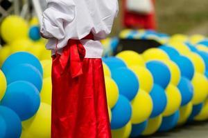 pojke i ukrainska nationella kläder