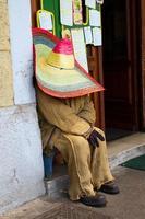 sovande mexikansk docka