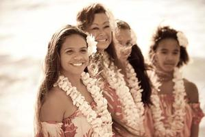 vackra aloha dansare foto