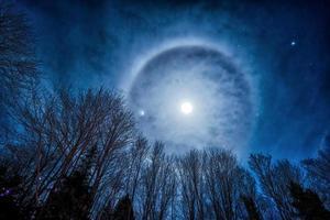 månen halo foto