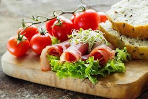 ingredienser för färska och hälsosamma smörgåsar foto