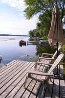 njut av min semester nära sjön foto
