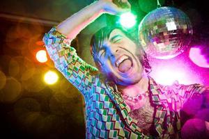 disco dans glad vintage man njuta av fest foto