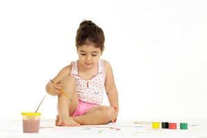 ung flicka målning foto