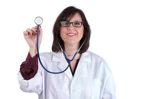 sympatisk vårdpraktikant med stetoskop foto