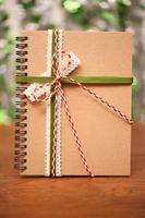 anteckningsbok binda med färgglada band foto