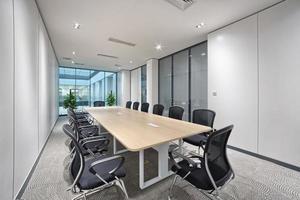 modern kontorsmötesrum inredning foto