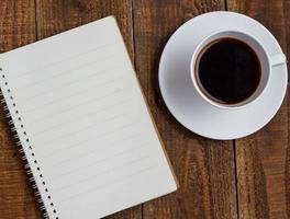 kopp kaffe på trä foto