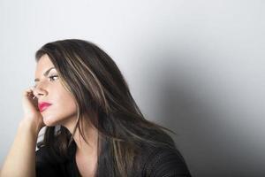 fantastisk skönhet - kvinna studio porträtt (brunett) foto