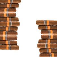 cigarrer på vitt foto