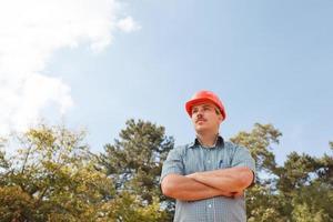 säker tekniker på byggarbetsplatsen foto