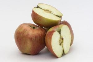 kulle med röda äpplen foto