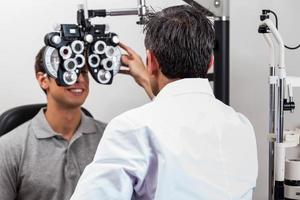 patientläkare granskar foto
