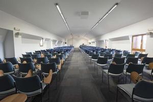 modern föreläsningssal interiör foto