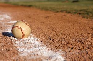 baseboll på linjen foto