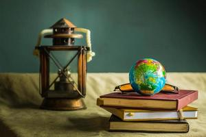världen och gamla böcker foto