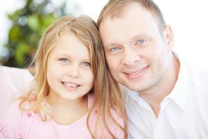 flicka med far foto