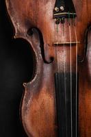 närbild av violin instrument. klassisk musikkonst foto