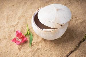 kokosnötvatten dryck foto