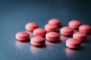 röda medicinska piller foto