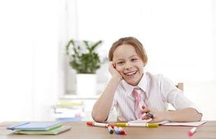 tio år gammal tjej som lär sig foto
