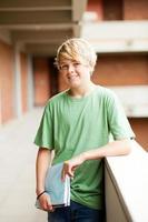 tonåring student i skolan foto
