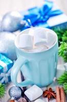 varm dryck med marshmallows