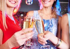 klirra med champagne foto