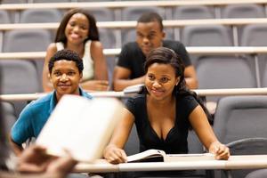 professor som föreläsar grupp av afrikanska studenter foto
