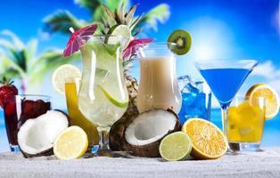 färsk drink med frukt foto