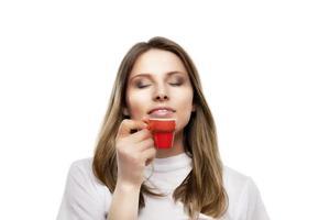 flickan dricker ett kaffe foto