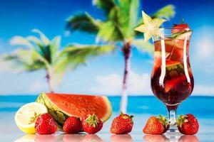 tropiska drycker på stranden foto
