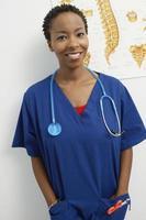 sjuksköterska som arbetar foto