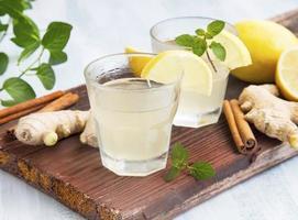 ingefära och citron drycker foto
